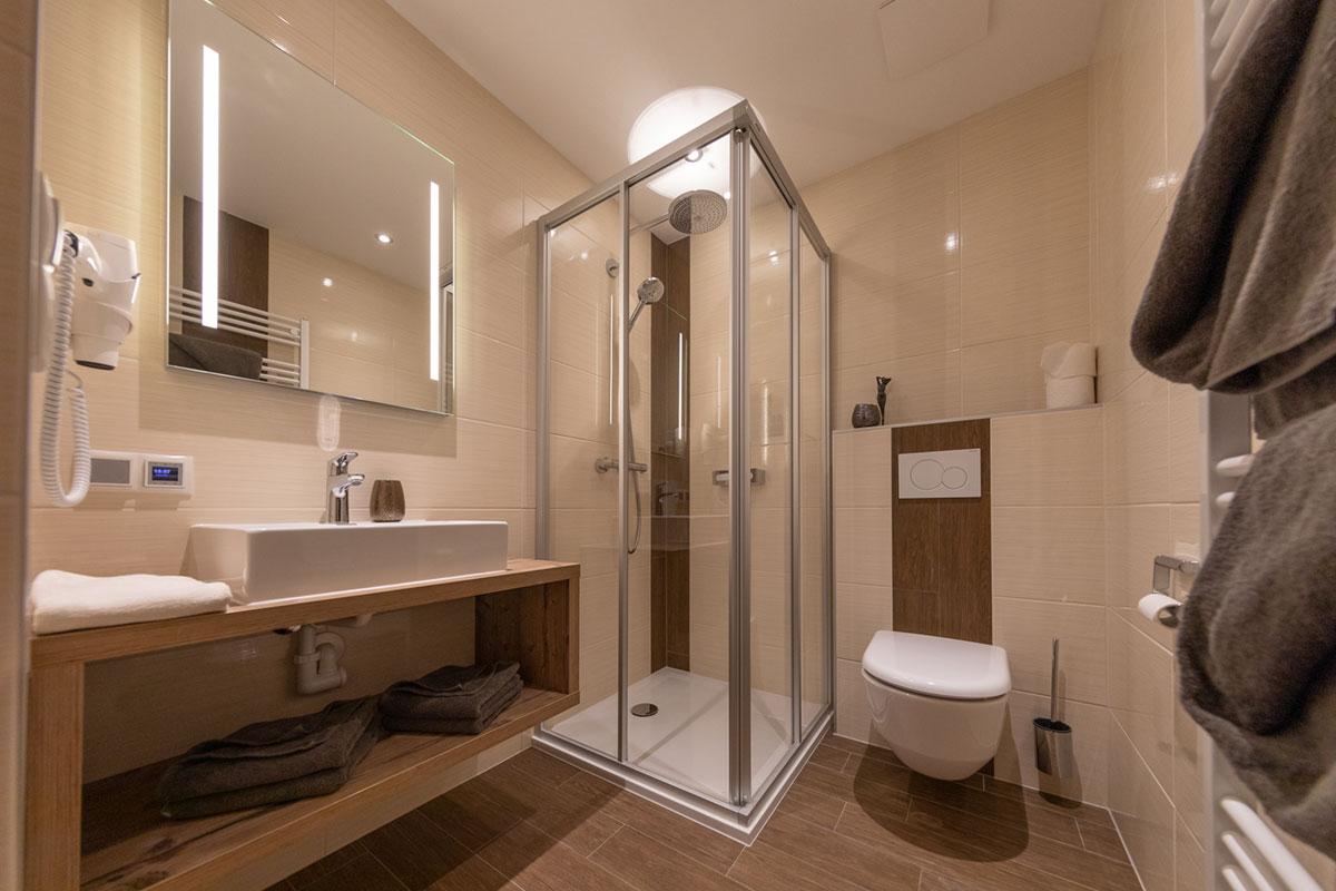 Горная ванная комната с клевером