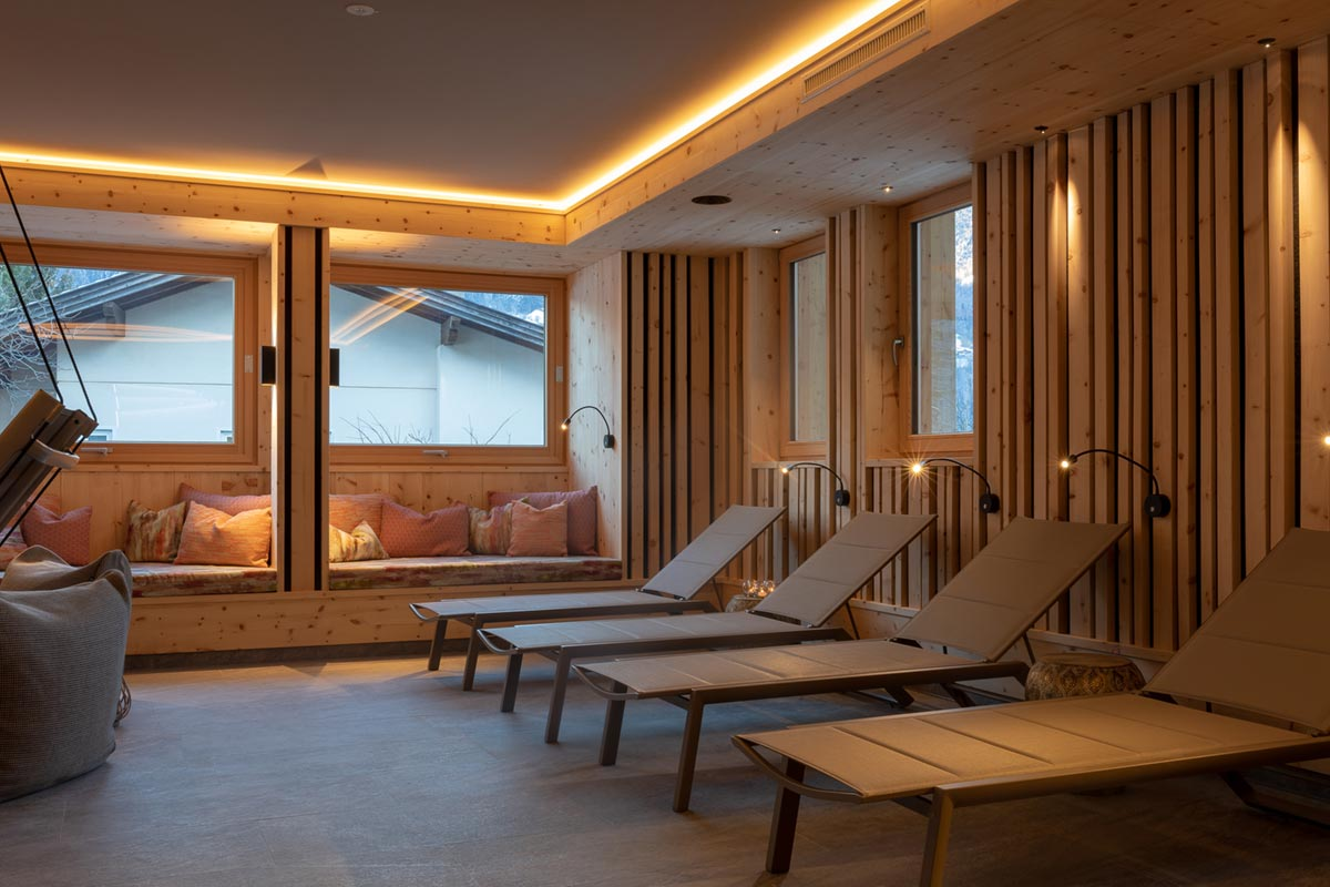 Relaxation room made of Swiss pine